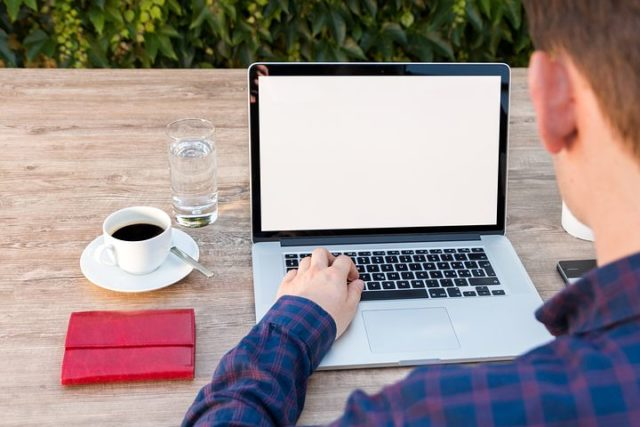 サラリーマンの副業でライティングやウェブライターって稼げるの?