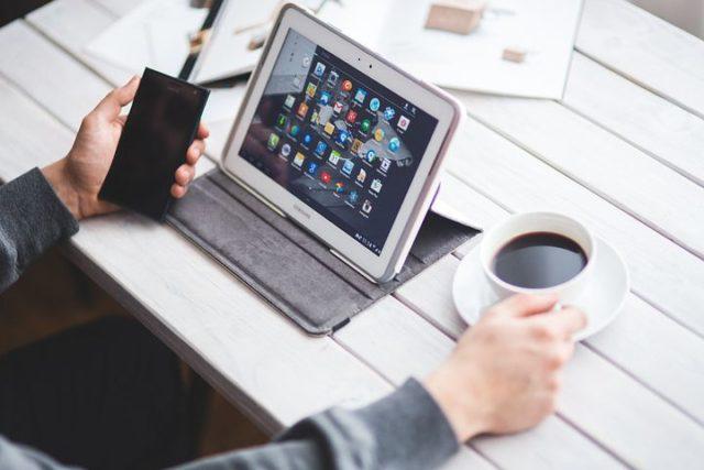 サラリーマンの副業でアプリ開発は稼げるの?